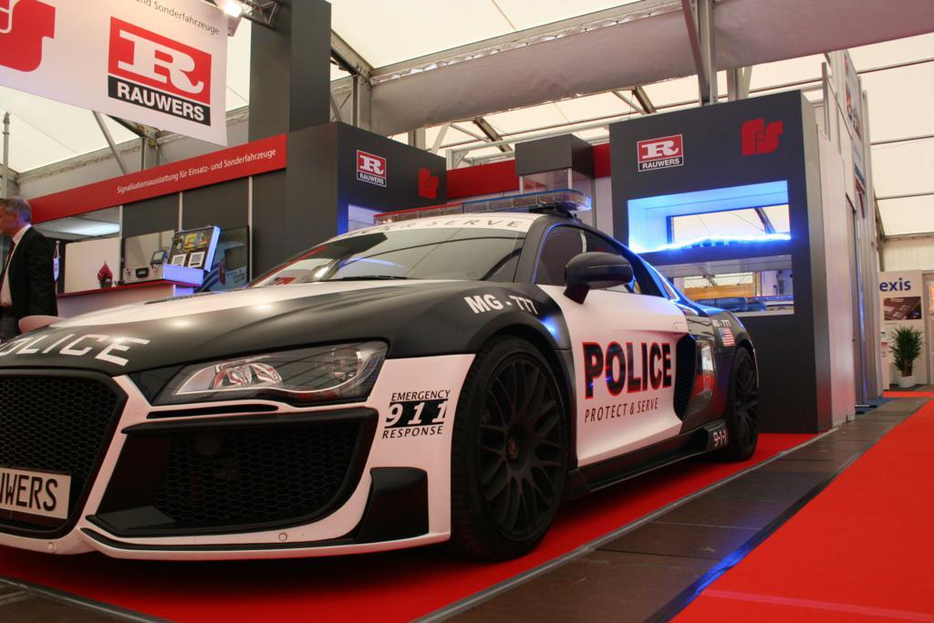 Das es auch schicke und schnelle Polizeiautos gibt, wenn man das nötige Kleingeld hat, sah man am Stand von Rauwers